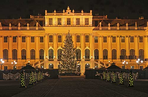 Wien, Weihnachtsmarkt vor dem Schloss Schönbrunn, Dezember 2013